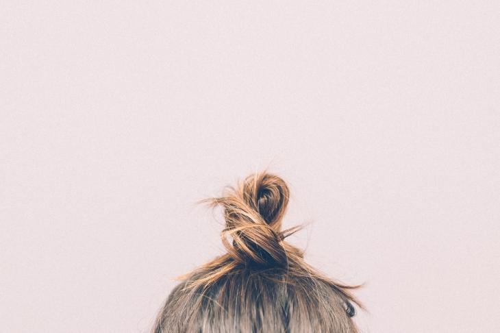 włosy, ryzjer, reklamacja, koczek na głowie